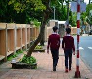 La gente che cammina sulla via in Dalat, Vietnam Fotografia Stock