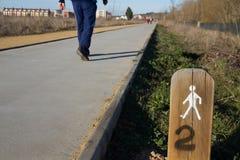 La gente che cammina in una zona permessa a Fotografie Stock Libere da Diritti