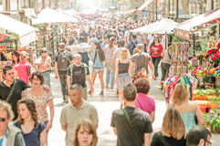 La gente che cammina in via di Rambla della La, Spagna, Europa. Immagine Stock