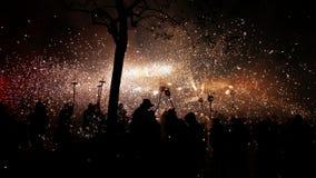 La gente che celebra un festival tradizionale di fuoco Immagini Stock