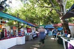 La gente che compera ai mercati di Eumundi Fotografia Stock Libera da Diritti