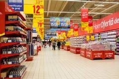 La gente che compera nel supermercato fotografia stock