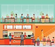 La gente che compra alimenti a rapida preparazione all'interno del fast food con l'ha Immagine Stock Libera da Diritti