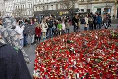 La gente che dà tributo a Vaclav Havel Fotografia Stock Libera da Diritti