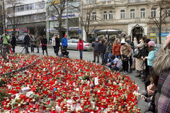 La gente che dà tributo a Vaclav Havel Immagini Stock