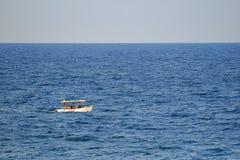 La gente che fa un giro turistico il Mar Nero Immagine Stock
