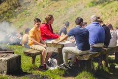 La gente che fa un picnic Fotografie Stock
