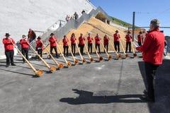 La gente che gioca il alphorn al supporto Generoso sulla Svizzera Fotografia Stock Libera da Diritti