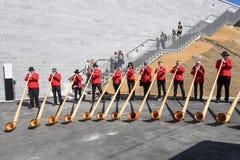 La gente che gioca il alphorn al supporto Generoso sulla Svizzera Immagini Stock Libere da Diritti