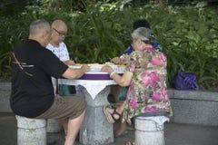 La gente che gioca mahjong Fotografia Stock