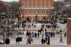 La gente che gode del giorno a Faneuil Corridoio, Boston Fotografia Stock Libera da Diritti