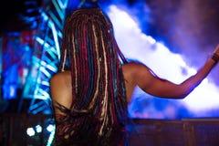 La gente che gode di Live Music Concert Festival Immagini Stock Libere da Diritti
