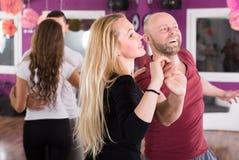 La gente che ha classe di dancing Fotografia Stock