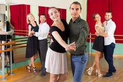 La gente che ha classe di dancing Fotografie Stock Libere da Diritti