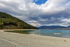 La gente che nuota nel lago Tekapo, isola del sud della Nuova Zelanda Fotografia Stock Libera da Diritti