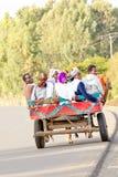 La gente che per mezzo del trasporto pubblico locale Immagini Stock Libere da Diritti