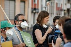 La gente che protesta contro l'inquinamento atmosferico Immagini Stock Libere da Diritti