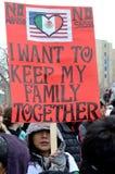 La gente che protesta contro le leggi di immigrazione Fotografia Stock Libera da Diritti