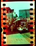 La gente che registra un tram in Halle Saale, Germania il 25 gennaio 2008 immagini stock libere da diritti