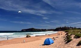 La gente che si rilassa sulla spiaggia di Mona Vale Fotografia Stock