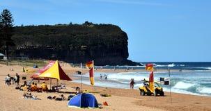 La gente che si rilassa sulla spiaggia di Mona Vale Immagini Stock Libere da Diritti