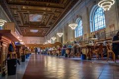 La gente che studia alla biblioteca pubblica di New York, Manhattan, nuova Immagine Stock Libera da Diritti