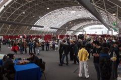 La gente che visita convenzione di Festival del Fumetto a Milano, Italia Immagine Stock