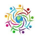 La gente combina a gente del multicolor de la unión del trabajo junta trabaja junta el logotipo con el lazo, hombres de negocios  ilustración del vector