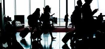 La gente con bagagli va alla registrazione Fotografia Stock