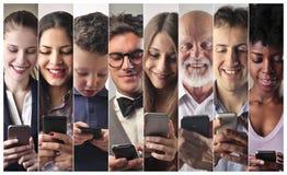 La gente con il telefono immagini stock libere da diritti