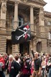 La gente con le bandiere durante la dimostrazione contro Monsanto e il transatlantique ha curato le FO Fotografia Stock Libera da Diritti