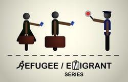 La gente con le borse e passaporti al controllo di passaporto Fotografia Stock