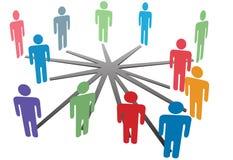 La gente connette nella rete o nel commercio sociale di media Immagini Stock