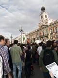 La gente davanti ad una costruzione di governo nello SP Fotografia Stock Libera da Diritti