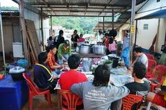 La gente de Hmong o de Mong se une al partido casado imagenes de archivo