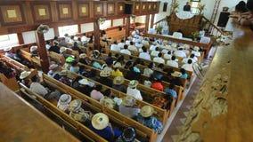 La gente de Islander del cocinero ruega en CICC la iglesia metrajes