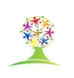 La gente de la hoja del trabajo en equipo del árbol figura el logotipo del icono Fotos de archivo