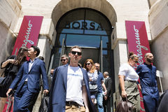La gente de moda en el ` s de Milan Men forma semana Fotografía de archivo