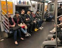 La gente de NYC que monta la ciudad del transporte del MTA del tránsito del subterráneo conmuta Manhattan fotografía de archivo