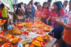 La gente de PHNOM PENH celebra Año Nuevo chino Fotos de archivo libres de regalías
