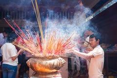 La gente de PHNOM PENH celebra Año Nuevo chino Imagen de archivo