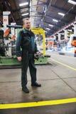 La gente degli operai in fabbrica Immagini Stock