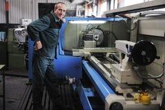 La gente degli operai in fabbrica Immagine Stock