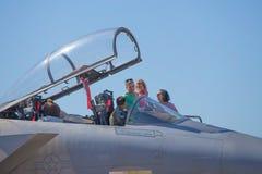 La gente degli Stati Uniti Marine Corps con l'aereo da caccia Fotografie Stock Libere da Diritti