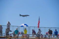 La gente degli Stati Uniti Marine Corps con l'aereo da caccia Immagine Stock Libera da Diritti