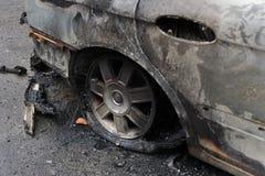 La gente del cuerpo de bomberos luchó el fuego Foto de archivo libre de regalías