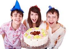 La gente del grupo come la torta. Imagenes de archivo