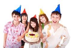 La gente del grupo come la torta. Fotos de archivo libres de regalías