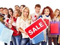 La gente del gruppo con la vendita del bordo. Immagine Stock