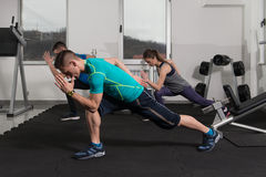 La gente del gruppo durante la classe di aerobica Immagini Stock